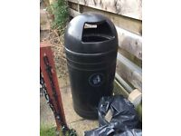 Commercial outdoor litter bin