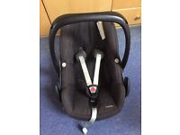 Maxi Cosi Pebble Car Seat - in black