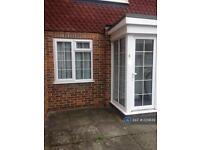 1 bedroom flat in Stevens Close, Epsom, KT17 (1 bed)