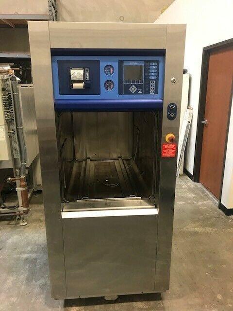 Getinge Autoclave/Sterilizer, model GE6610-AC1   Pacs 3000 controls