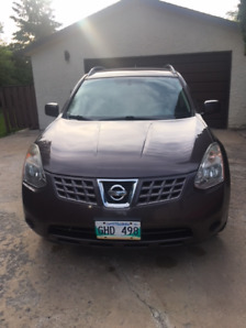 2010 Nissan Rogue - very good condition - non smoker