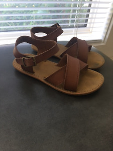 Gap toddler sandals, size 8, Excellent condition