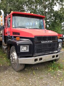 2000 Mack Midliner 21 ft tilt/slide deck