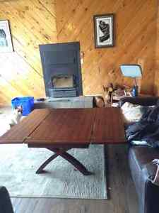 solid wood coffee table with 2 drop out leaves