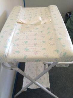 Baby Change Table & Bath Maryland 2287 Newcastle Area Preview