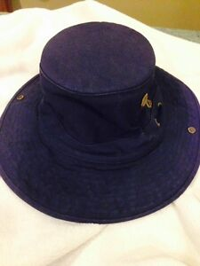 Navy TILLEY hat size 7 - like new
