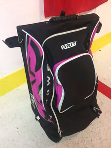 Senior Women's GRIT Wheely Bag