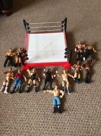 WWE WRESTLING RING & 12X WRESTLING FIGURES BUNDLE