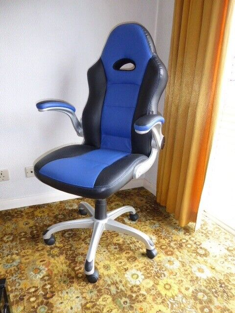 Phenomenal Staples Foroni Faux Leather Executive Office Chair Black Blue In Abbeydale Gloucestershire Gumtree Dailytribune Chair Design For Home Dailytribuneorg