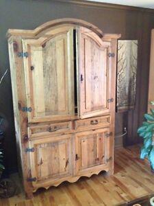Antique meuble tv meubles dans qu bec petites annonces for Meuble antique kijiji