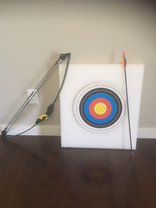 Barnett lil banshee COMPOuND BOW and Target