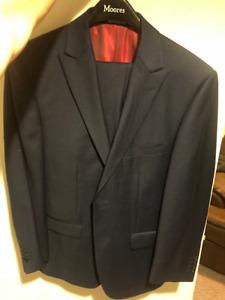 Joseph Abboud Navy Blue Suit - Size 38 - Excellent Condition