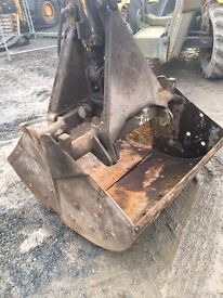 Heavy Duty Clamshell Grab/Bucket - c/w Ram and Fittings