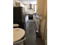Excellent 3 bedroom w/ en-suites house to rent