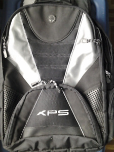 """Dell XPS Deluxe Laptop Backpack (17"""" screens)"""