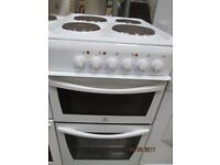 ***INDESIT SOLID PLATES TOP ELECTRIC COOKER+GRILL/ GOOD CONDITION/VERY CLEAN+COLLECTION ONLY***