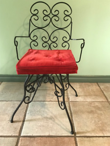 RETRO WROUGHT IRON CHAIR