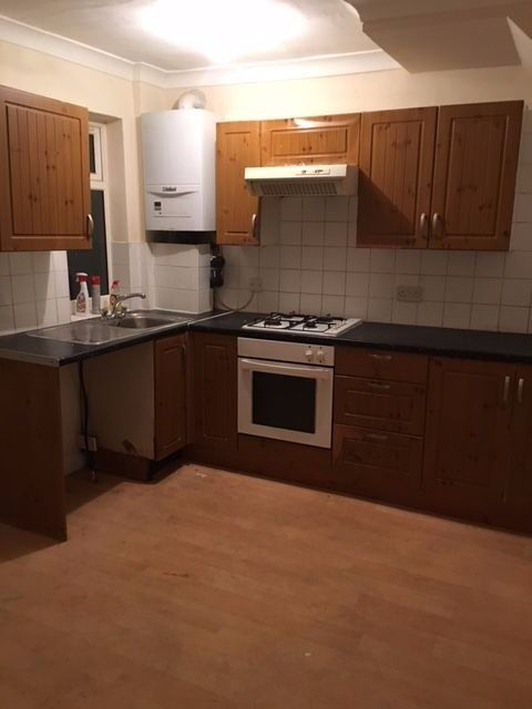 2 bedroom house/ Driveway/ Family home