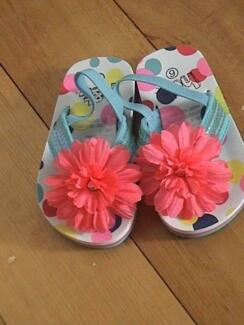 H&T Girl's Thongs Shoes Size 6