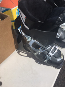 ski boots- barely used size 7.5 -8 ladies