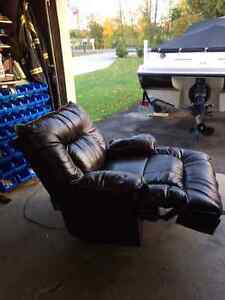 Power leather recliner Kawartha Lakes Peterborough Area image 3