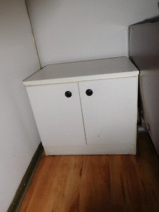 bedside cabinet for sale $5 , great condition