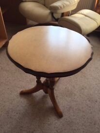 Pretty occasional table, great for lounge, hallway or bedroom.