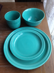 16 Piece Blue Dinnerware Set. Student Approved
