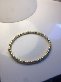 Ladies 9ct gold bangle