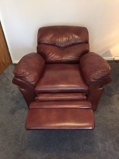 2 seater manual recliner sofa and 1 electric recliner see photos attached