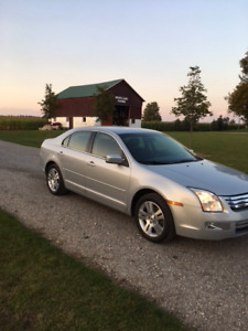 06 Ford Fusion SEL only 91,000 kms. Like new-rare manual