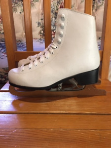 WOMEN'S SIZE 6 FIGURE SKATES - in excellent condition - $25.