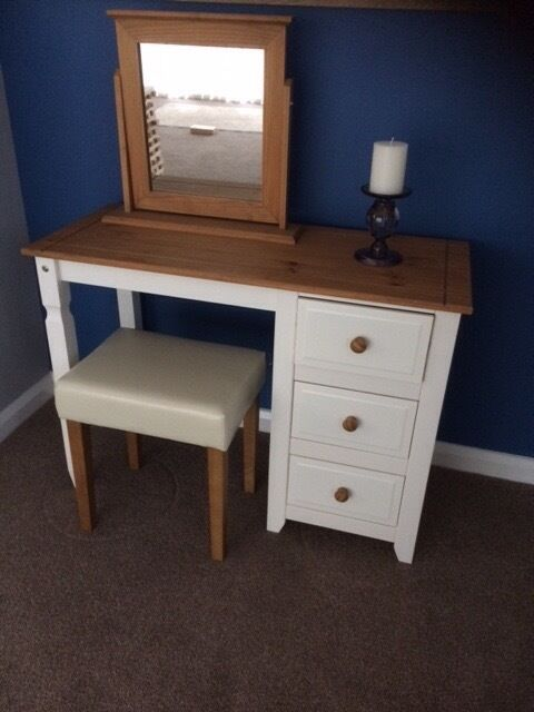 Dressing Table With Mirror And Stool: Dressing Table, Stool & Mirror