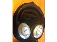 Bose Quiet Comfort QC15 NEW not used with rechargeable batteries