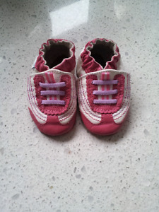 Robeez 0-6 month shoes