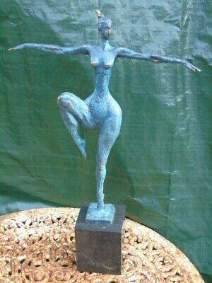 statue femme nue debout en bronze patinée vert et signé .art moderne