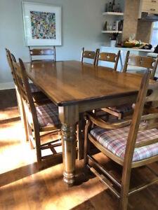 Table et chaises style champêtre