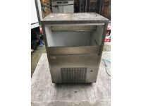 ICE MACHINE ICE MAKER COMMERCIAL CATERING EQUIPMENT PUB BAR RESTAURANT ICE MACHINE