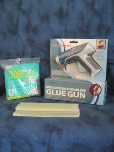 NEW FREESTYLE RECHARGEABLE CORDLESS GLUE GUN WITH GLUE STICKS