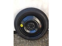 Space saving car wheel and tyre