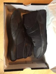Nike Kyrie 2 - All Black - 9.5 size