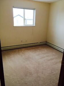 PET FRIENDLY 2 Bedroom Available!! Insuite Laundry & Dishwasher!