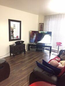 Grand Appartement 4 1/2 à Laval près du Metro, Universite, Arena