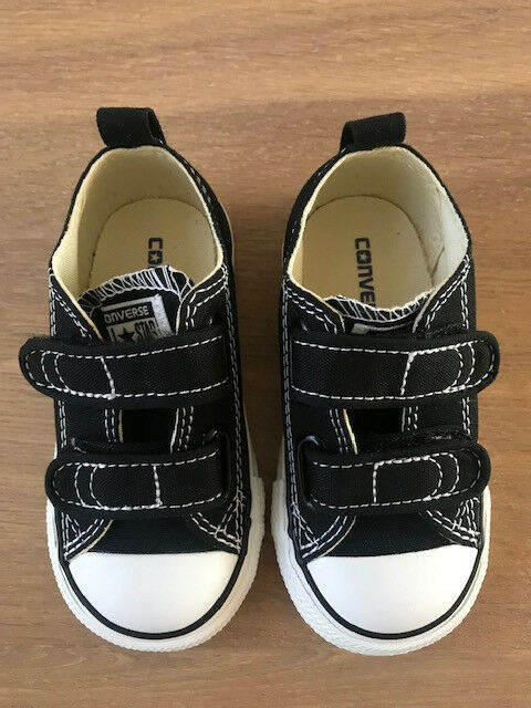 Converse Boy's Chuck Taylor All Star 2V Infant/Toddler Black 6 M US Toddler 7V603