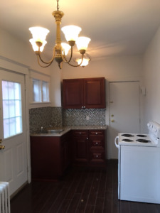2 bedroom apartment, Downtown Grimsby $1400+Hydro