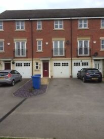 House to let 3 storey 3 bedroom modern home