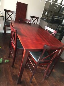 Dining Room Table, removeable leaf and 6 chairs!
