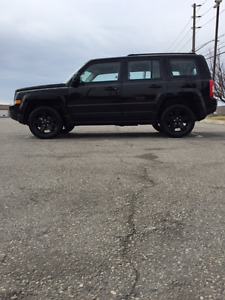 2015 Jeep Patriot Blacked blacked out limited edition LOW kms
