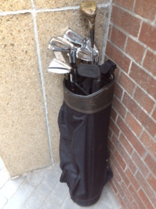 Golf Bag & 10 Right Handed Clubs, Balls,Tee, Gloves, Shoes