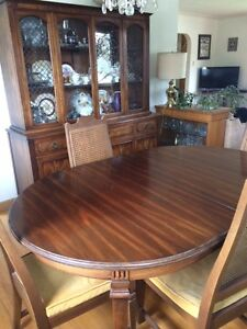 Vintage Buy Or Sell Dining Table Sets In Calgary Kijiji Classifieds
